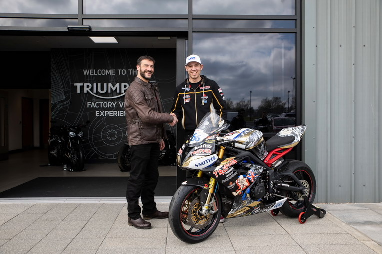 Triumph Daytona 675R, pronte per le road racing con Hickman e Johnson